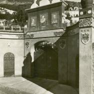 STUDIO G.RUGGERI. Mentón (Francia). Puerta principal de Fontana Rosa en Mentón, casa que habitó Blasco Ibáñez hasta su muerte. 1933. ES.462508.ADPV/Fondo Fotográfico, nº 08860
