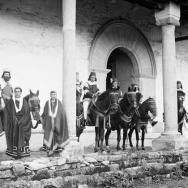 CARLOS SARTHOU CARRERES. Los reyes magos en el atrio de la ermita de Sant Feliu de Xàtiva. 1922. ES.462508.ADPV/Colección Sarthou, imagen nº 00091
