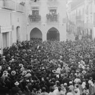 CARLOS SARTHOU CARRERES. Mitin agrario en la plaza de la Constitución de Villarreal. 1906. ES.462508.ADPV/Colección Sarthou, imagen nº 00347