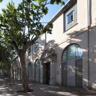Façana principal de l'edifici de l'Arxiu General i Fotogràfic de la Diputació de València