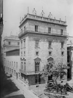 FRANCISCO SANCHIS MUÑOZ. Fotografia del Palau de la Generalitat, seu històrica de la Diputació de València. ES.462508.ADPV/Col·lecció Francisco Sanchis. Imatge nº 01035 del