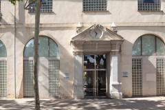 Accés principal a l'edifici de l'Arxiu General i Fotogràfic de la Diputació de València